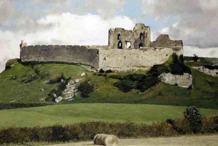 Ann Farrelly, Castle Roche, 1999, oil on canvas, 92 x 72cm